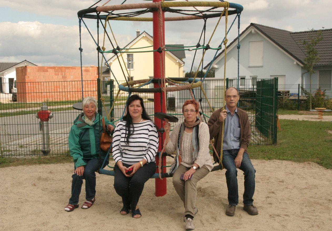 Arbeitsgruppe der Frauenliste besichtigt Kinderspielplätze!