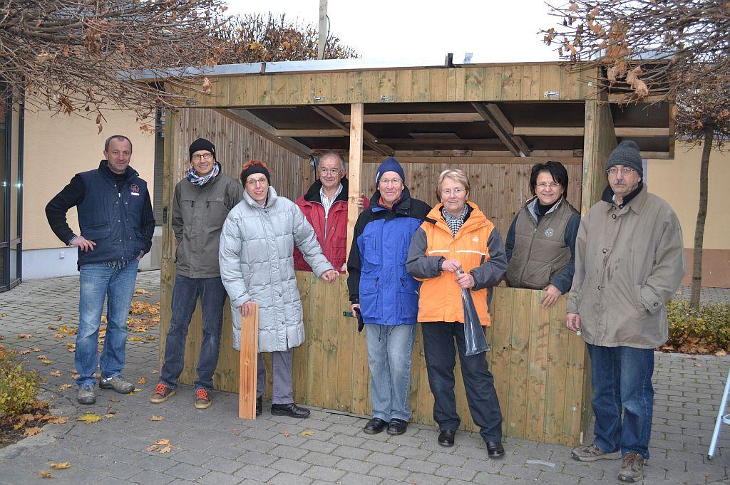 Aufbau des Glüweinstandes 2012 - Foto: Veronika Lengfelder
