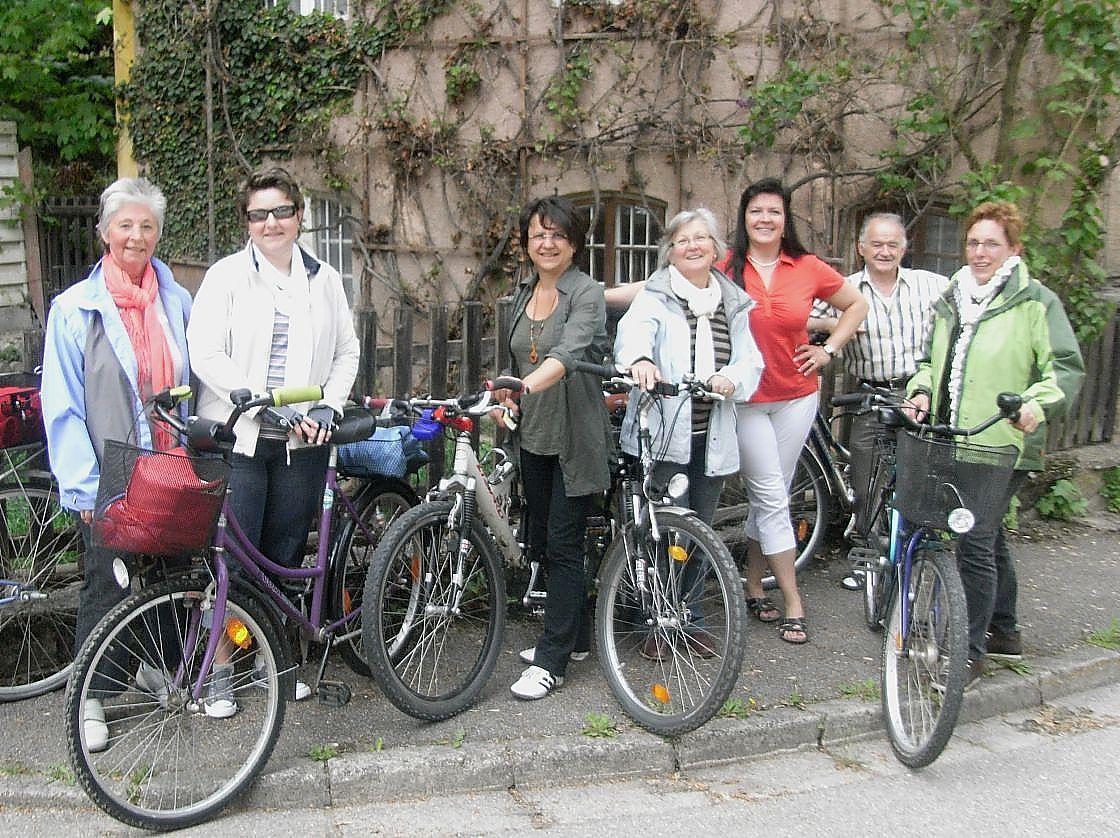 Read more about the article Neu gestalteten Dorfplatz in Augenschein genommen