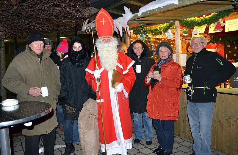 Nikolaus zu Besuch am Glühweinstand